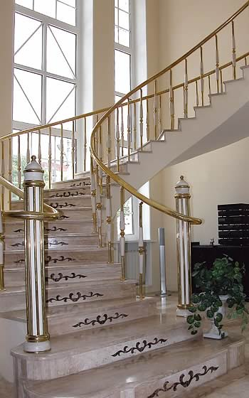 Лестница из природного камня